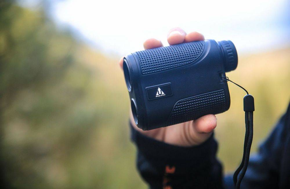 Upland Optics Perception 1000 Laser Rangefinder is lightweight and weighing at 0.16 ounces